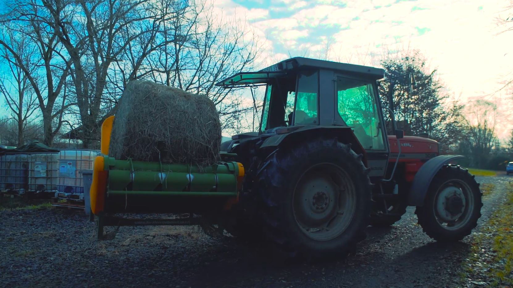 tracteur-3PTS-hustler-derouleuse-sans-chaine-CH2000